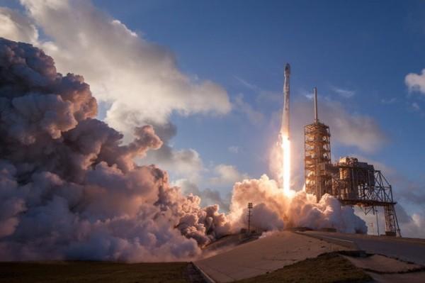 美國舊金山一間「極樂太空公司」將推出送骨灰上太空的服務。(圖擷自HUFFPOST)