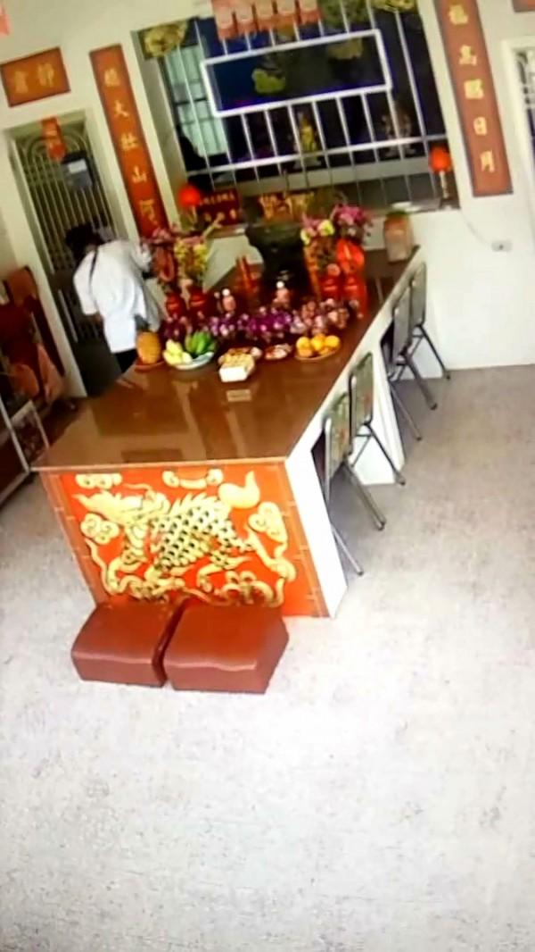 傅姓男子涉偷太子爺神像被警方逮捕送辦。(記者黃佳琳翻攝)