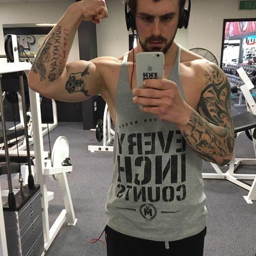 傑弗瑞斯因為不滿從沒交過女朋友而投入健身,現在變型男。(圖擷自臉書)