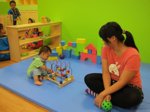 育嬰假是法定教師權益,但如何不影響學生受教權?宜蘭縣教育處長簡菲莉表示,要雙贏不容易,但有可能達成。(記者何玉華攝)