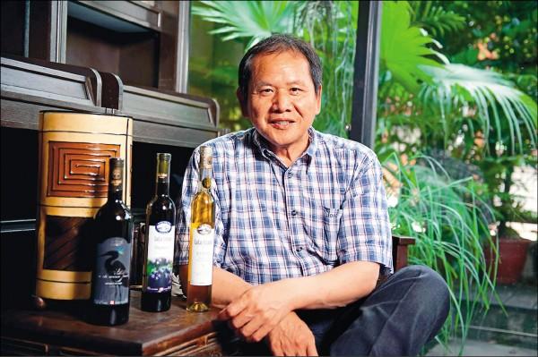 被中國指控涉及走私高達三億人民幣冰酒的加拿大台灣移民張忠楠(John Chang),已被中國拘禁超過十三個月,上海市高級人民法院將在二十六日對本案進行閉門審訊。他的家人擔心單純的商業糾紛竟演變成刑事罪名,且張有可能被判多年刑期,已委請律師向加拿大政府求情,要求加國政府出手相助。(取自網路)
