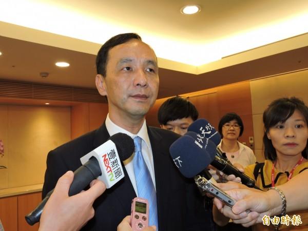 吳敦義當選新任國民黨主席,新北市長朱立倫表示,當晚已致電道賀,希望未來國民黨可以扮演強而有力的在野黨。(記者賴筱桐攝)