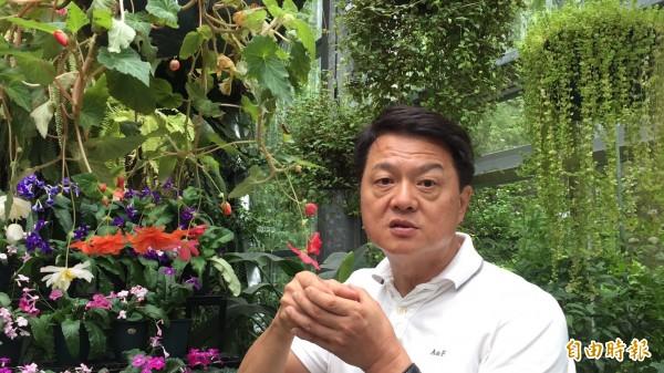 前台北縣長周錫瑋今天提到種花就口若懸河,但說到是否重回政壇就說「一切隨緣」。(記者黃美珠攝)