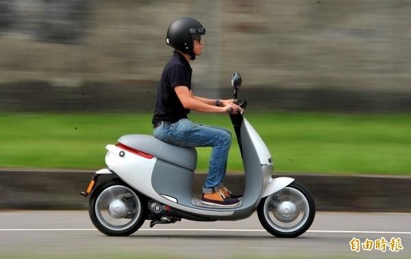 彰化民眾表示,縣府補助新購重型電動機車金額、名額都少,暢談綠能還早。(資料照,記者陳奕全攝)