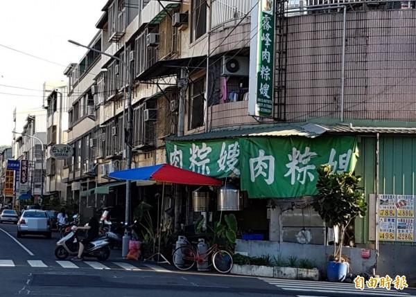 「霧峰肉粽嫂」使用的「大冬蝦」餡料,遭食藥署驗出含微量甲醛,老闆娘對此結果感到無奈。(記者陳建志攝)