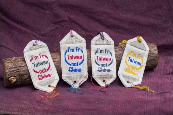 香港服飾品牌推出「I'm fr Taiwan not China」行李牌。(圖片擷取自「Pinkoi 」)