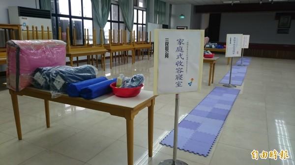 台灣進入颱風雨季,高雄社會局啟動防備災機制,全面清點物資,確保充足、堪用且沒有過期。(記者洪定宏攝)