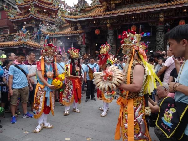 一年一度的「新莊地藏庵文武大眾爺祭典」,俗稱新莊大拜拜,今舉行日巡繞境。(新北市民政局提供)