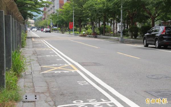 員林市正興街兩旁停車格少了霸王車占據,停車格瞬間清空許多。(記者陳冠備攝)