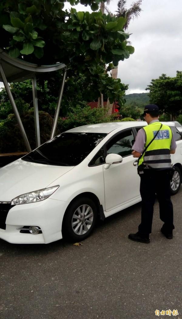 恆春警方近期強力取締白牌車及未跳錶計程車。(記者蔡宗憲攝)