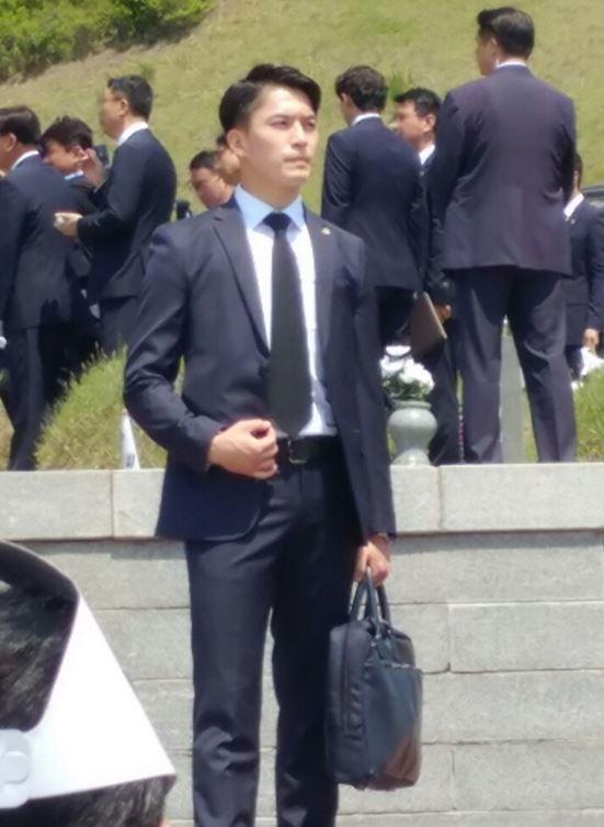 南韓總統文在寅又有帥哥保鑣,迷倒不少南韓網友。(圖擷自韓國《中央日報》)