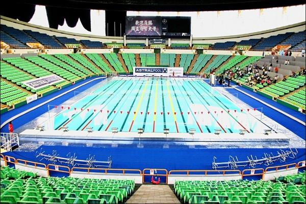 世大運游泳比賽使用活動式游泳池。(摘自世大運官網)