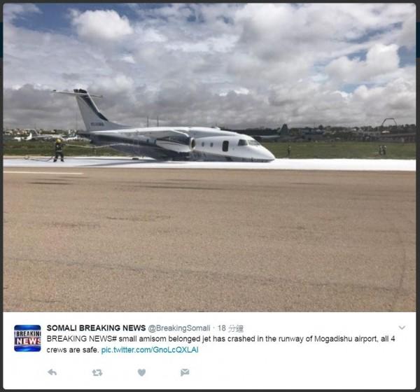 美國軍事承包商的Bancroft飛機,在索馬利亞首都摩加迪休的亞丁‧阿德國際機場跑道上墜毀。圖為亞丁‧阿德國際機場。(圖取自somali breaking news推特)