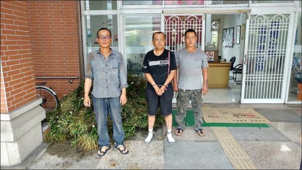 3名竊賊在屏東地區偷割檳榔被逮。(記者邱芷柔翻攝)