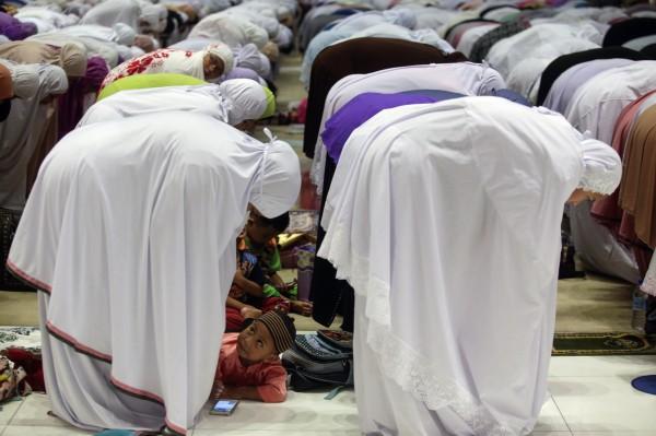 馬來西亞穆斯林齋戒月祈禱。(歐新社)