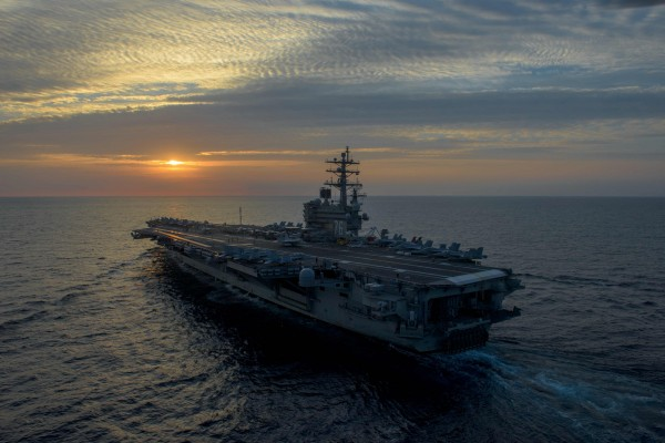 美國海軍兩艘核動力航空母艦「雷根號」與「卡爾文森號」均已進入日本海。圖為雷根號。(法新社)