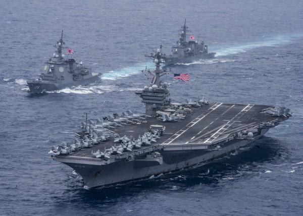 美國海軍兩艘核動力航空母艦「雷根號」與「卡爾文森號」均已進入日本海。圖為卡爾文森號。(歐新社檔案照)