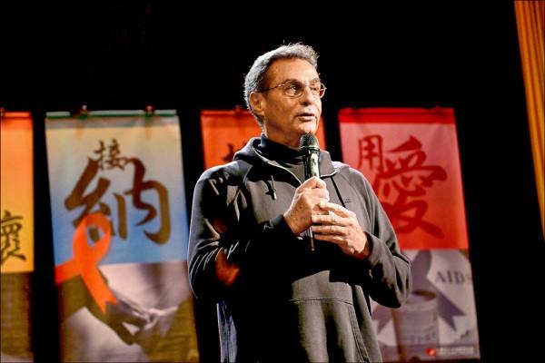 天主教丁松筠神父來台奉獻五十年,移民署原訂今天頒發中華民國身分證給他,昨因心臟病突發過世,享壽七十五歲。(露德協會提供)