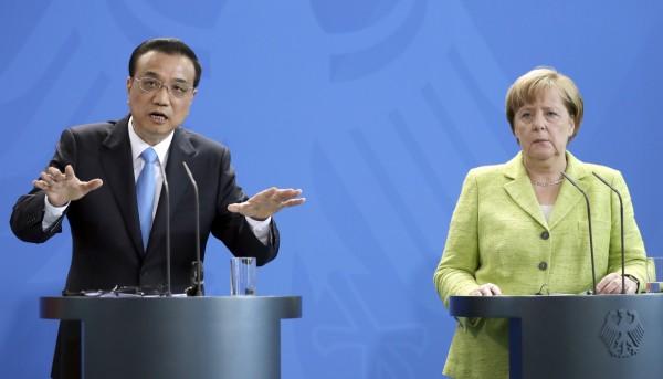 中國國務院總理李克強今天與德國總理梅克爾(Angela Merkel)會談,並在聯合記者會上表示,中國將擔負起「國際責任」,會認真履行《巴黎氣候協定》(美聯社)