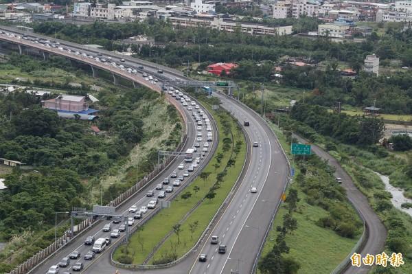 交通部預告修法,未來打錯方向燈可開罰600至1800元。(資料照,記者林敬倫攝)