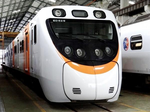 台鐵今公布明天將首航的JR四國彩繪微笑號照片。(台鐵局提供)