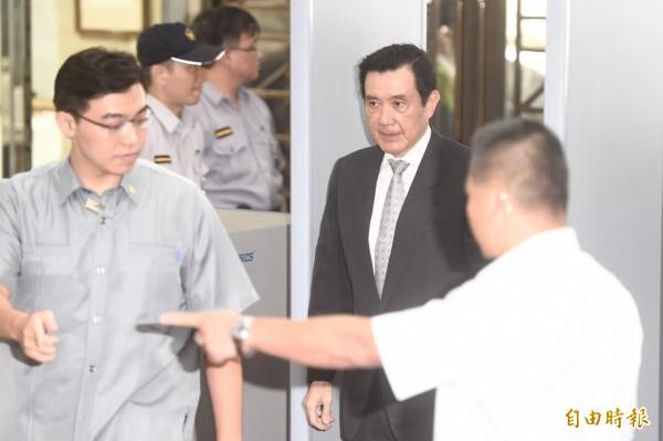 前總統馬英九、告訴人立委柯建銘2日就洩密案至台北地方法院出庭應訊。(記者叢昌瑾攝)
