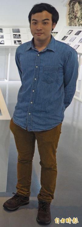 25歲的香港僑生鄭裕林以作品「南蠻音韻考」,呈現對香港政治、社會問題的關懷,拿下首獎。(記者陳昀攝)