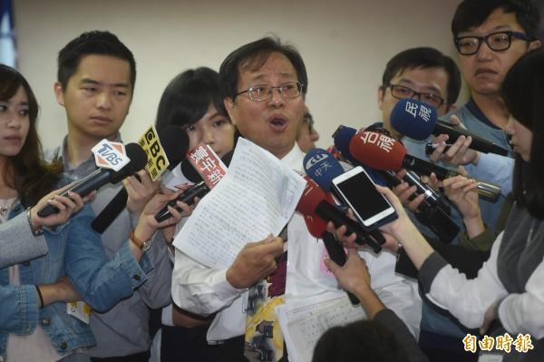 李來希表示,希望所有對政府政策不滿的團體一起參加15日的活動。圖為李來希參加退休撫卹條例草案公聽會。(資料照,記者簡榮豐攝)