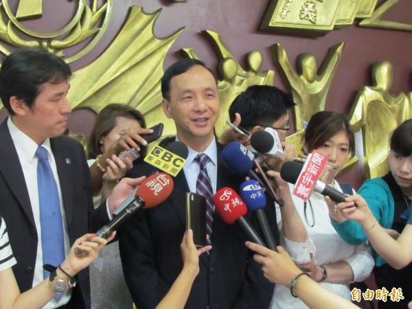 新北市長朱立倫說,前副總統吳敦義當選黨主席那晚,曾致電恭賀。(記者何玉華攝)