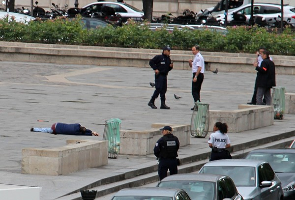 法國昨天傳出襲警案,法國政府今天表示,兇嫌為單獨犯案。(路透)