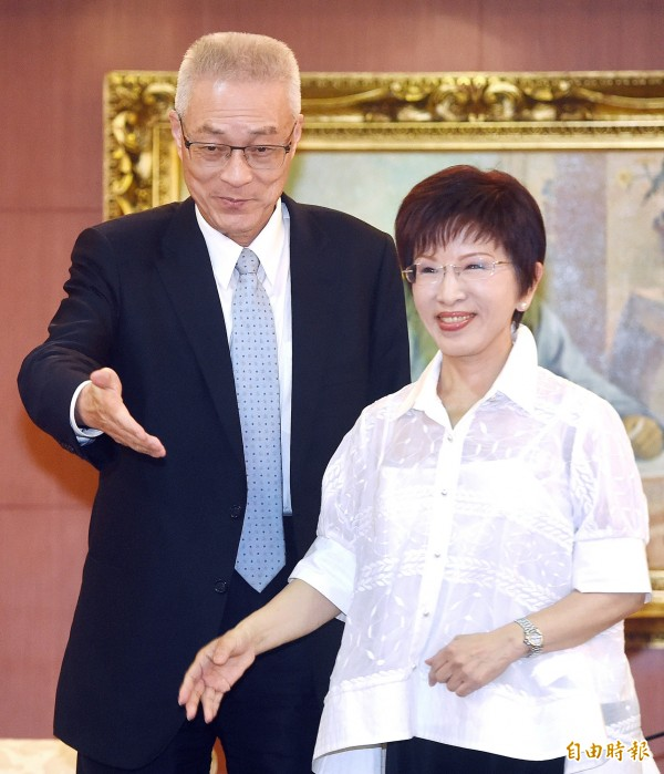 國民黨主席當選人、前副總統吳敦義(左)與現任黨主席洪秀柱(右)今天可能攤牌。(資料照,記者廖振輝攝)