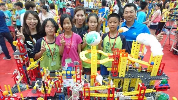 興華國小參加世界機關王大賽,以「保護我的家園」為主題,奪下全國國小組冠軍。(記者陳冠備翻攝)