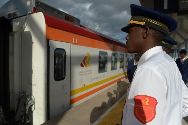 肯亞日前啟用的新鐵路耗資40億美元(約新台幣1203億元),其中高達9成是向中資貸款。(資料照,法新社)