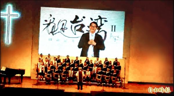 台灣原聲童聲合唱團布農族小團員獻唱《乘著氣球上天空》送給搭直昇機上天空拍《看見台灣》紀錄片不幸墜機身亡的導演齊柏林。(記者王俊忠攝)