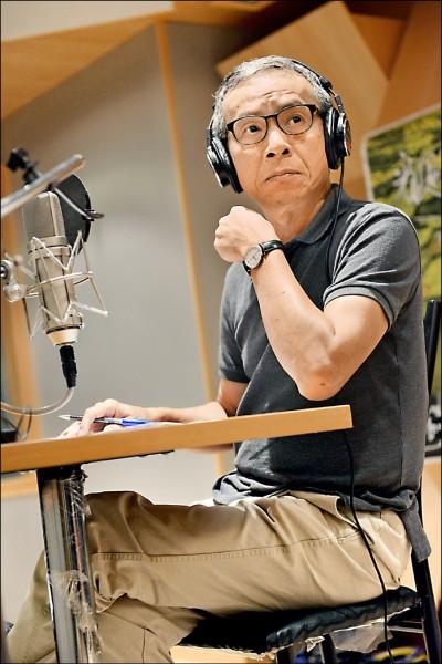 吳念真在《看見台灣》首集擔任旁白。(台灣阿布提供)
