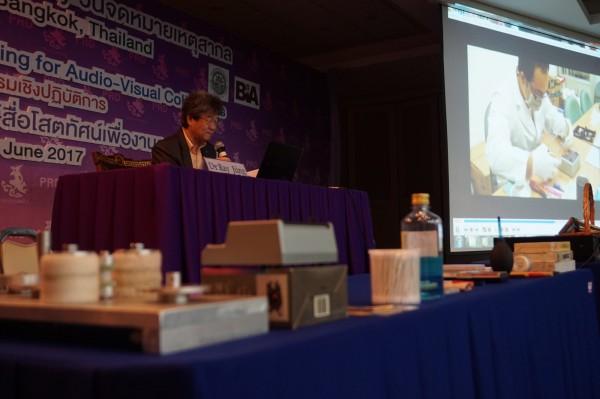 井迎瑞在開幕演講中,強調「作為一影像檔案工作者、作為SEAPAVAA東南亞暨亞太地區影音資料舘協會的一員,台灣和泰國一樣面對龐大歷史影像,並且亟待建立一套完善的典藏系統,挑戰極大。(圖南藝大提供)