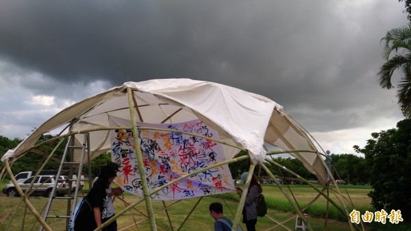 「氣.反空污」行動聯盟上週六辦音樂會無法影響縣府今天的核准動作。(記者廖淑玲攝)