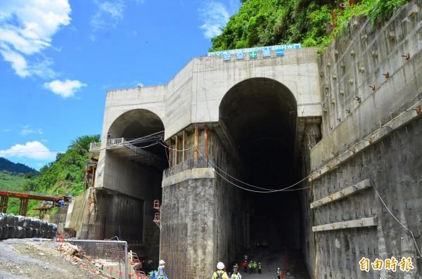防淤隧道口前的山體消能池,也是世界首創工法。(記者吳俊鋒攝)