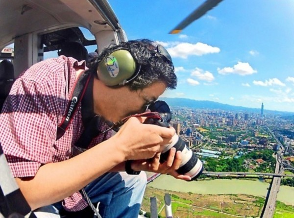 導演齊柏林拍攝《看見台灣Ⅱ》空拍作業時,不幸失事罹難。(資料照,台灣阿布電影提供)