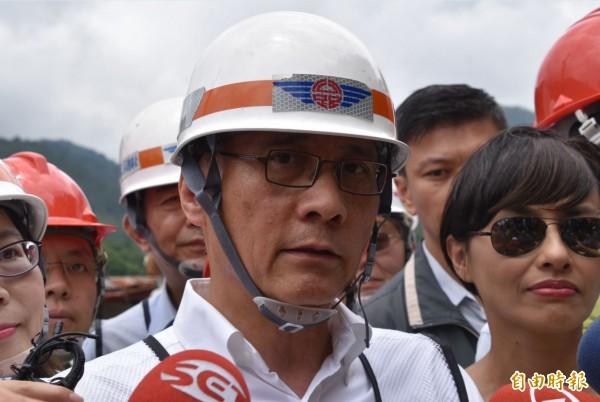 行政院長林全表示,《礦業法》修法通過前,目前42個礦權展延申請案全部擱置。(資料照,記者蘇福男攝)