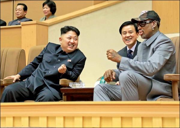 金正恩(左)與羅德曼(右)交情好。(美聯社)