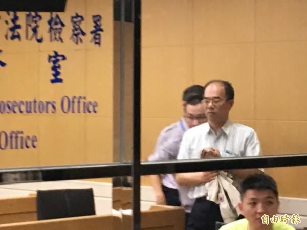 永豐餘會計主管吳忠福,以50萬元交保候傳。(記者張文川攝)