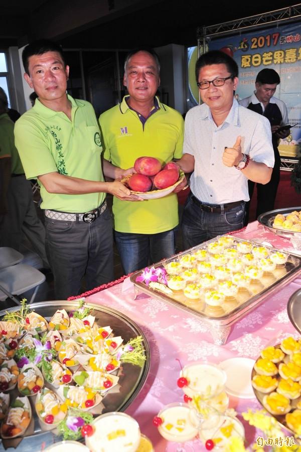 今年的枋山芒果產量雖少,但品質一樣讓人「吃了會感動掉淚」,在市面上奇貨可居。(記者蔡宗憲攝)