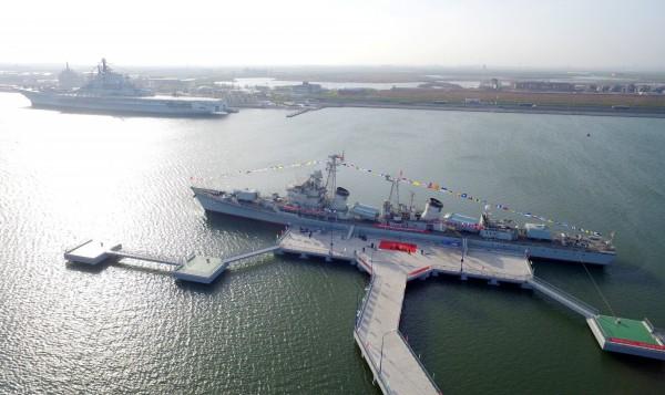 中國海軍艦艇開往波羅的海,參與中俄聯合軍演。圖為中國海軍驅逐艦一景。(路透)