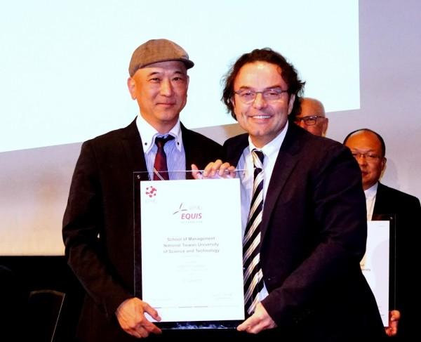 台灣科技大學管理學院今年6月正式通過國際「EQUIS」認證,加上4年前獲得美國的「AACSB」認證,與政大商學院並列,是全台唯二通過國際雙認證的學校。(圖由台科大提供)