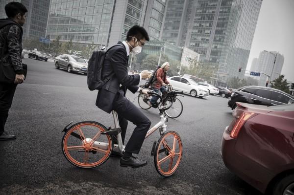 日本媒體報導,中國共享單車企業摩拜單車將投入日本日場,7月中在日本部分地區提供服務。(彭博資料照)