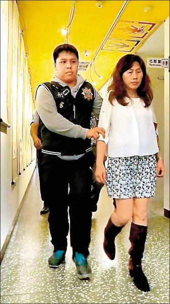「台灣第一家」涉嫌將工業用碳酸鎂摻入椒鹽粉等產品中出售,副總陳鏡如(右)被判刑一年。(資料照)