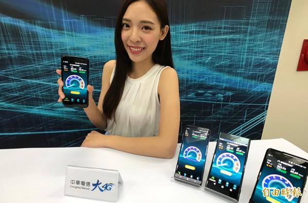中華電信22日展示4G 4CA 頻段聚合技術,實測下載速率達576Mbps。(記者陳炳宏攝)