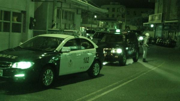 澎湖縣警察局大陣仗進行正俗專案,針對夜生活大規模臨檢。(澎湖縣警察局提供)