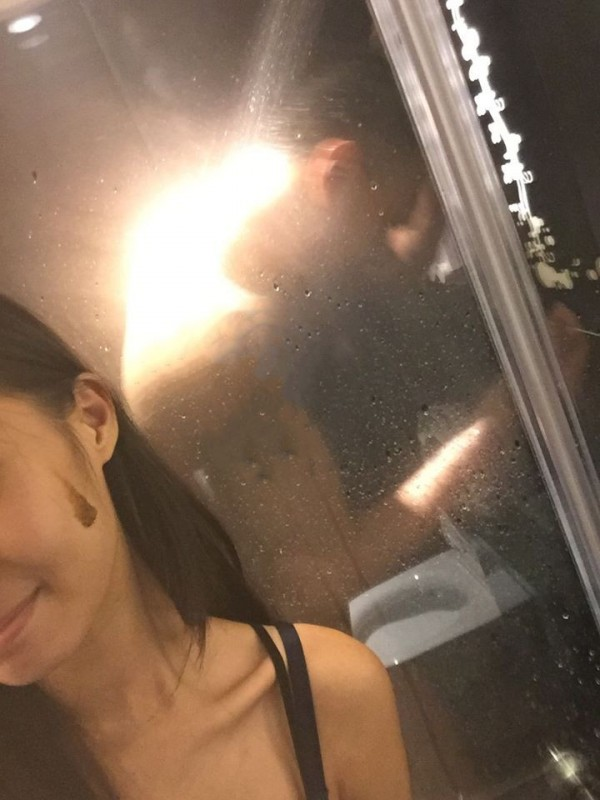 女網友PO出臉上沾有咖啡色疑似是屎的照片。(圖取自靠北男友臉書)